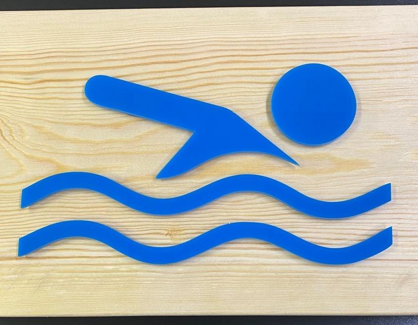 Letrero de madera y metacrilato azul
